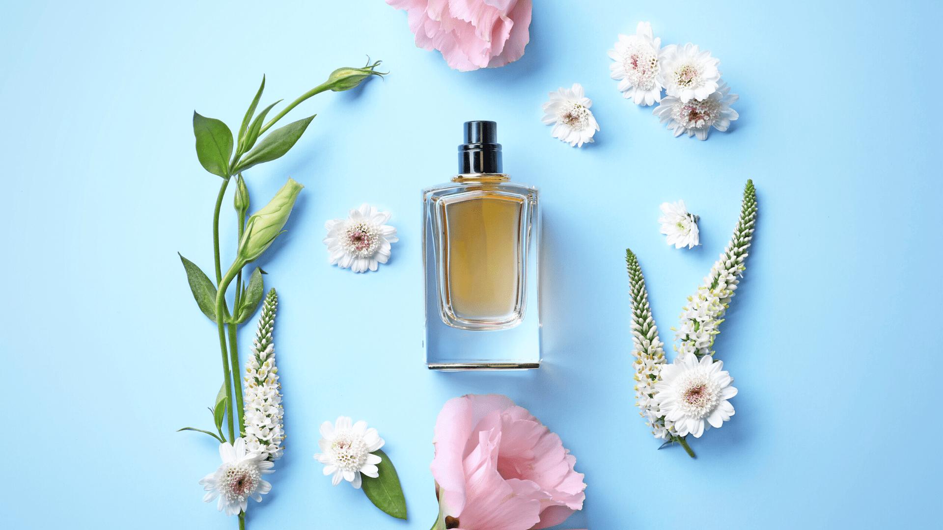 Confira a nossa seleção dos melhores perfumes femininos de 2021! (Imagem: Reprodução/Shutterstock)