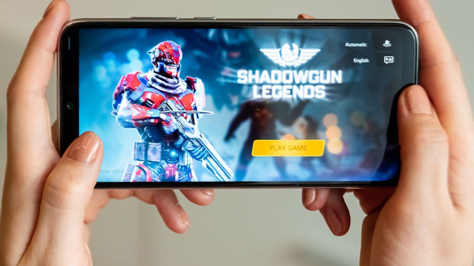 Os dois celulares rodam jogos populares da Play Store (Foto: Marko Aliaksandr / Shutterstock.com)