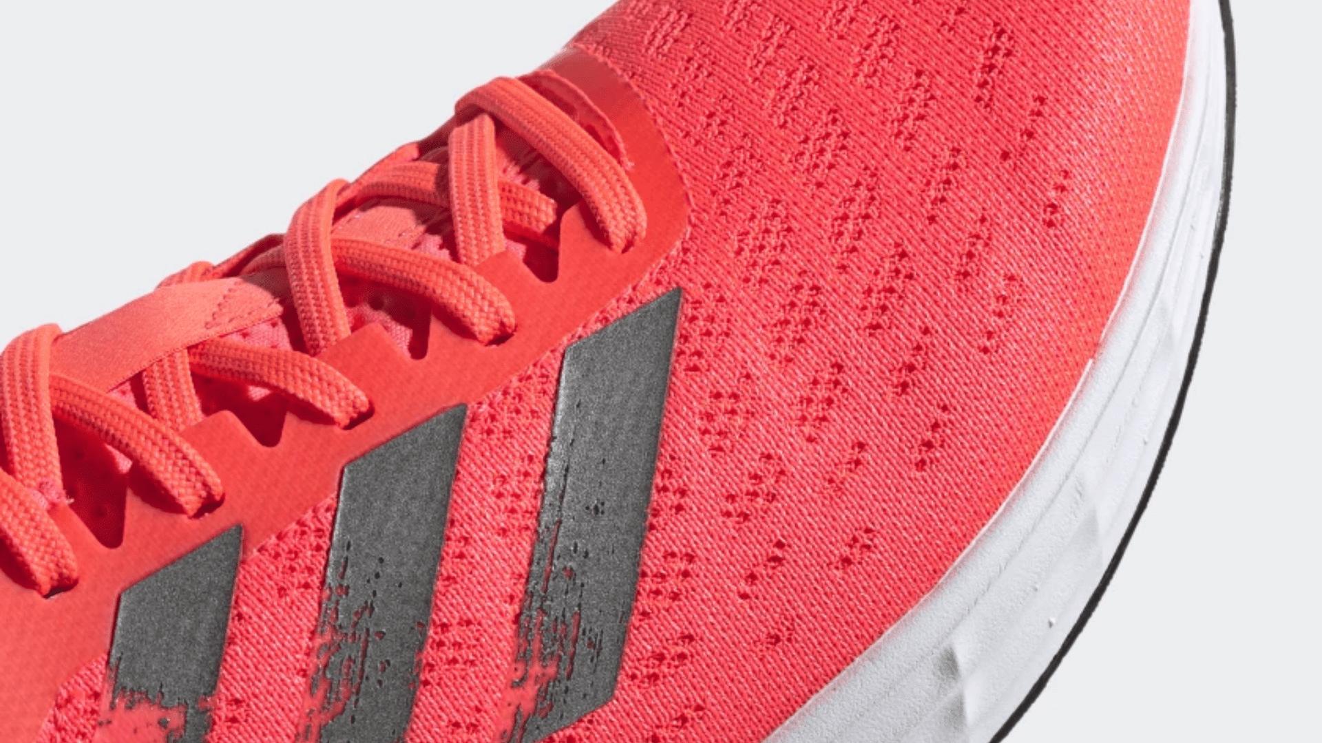 O Adidas SL20 é feito em tecido flexível e sem costura (Imagem: Divulgação/Adidas)