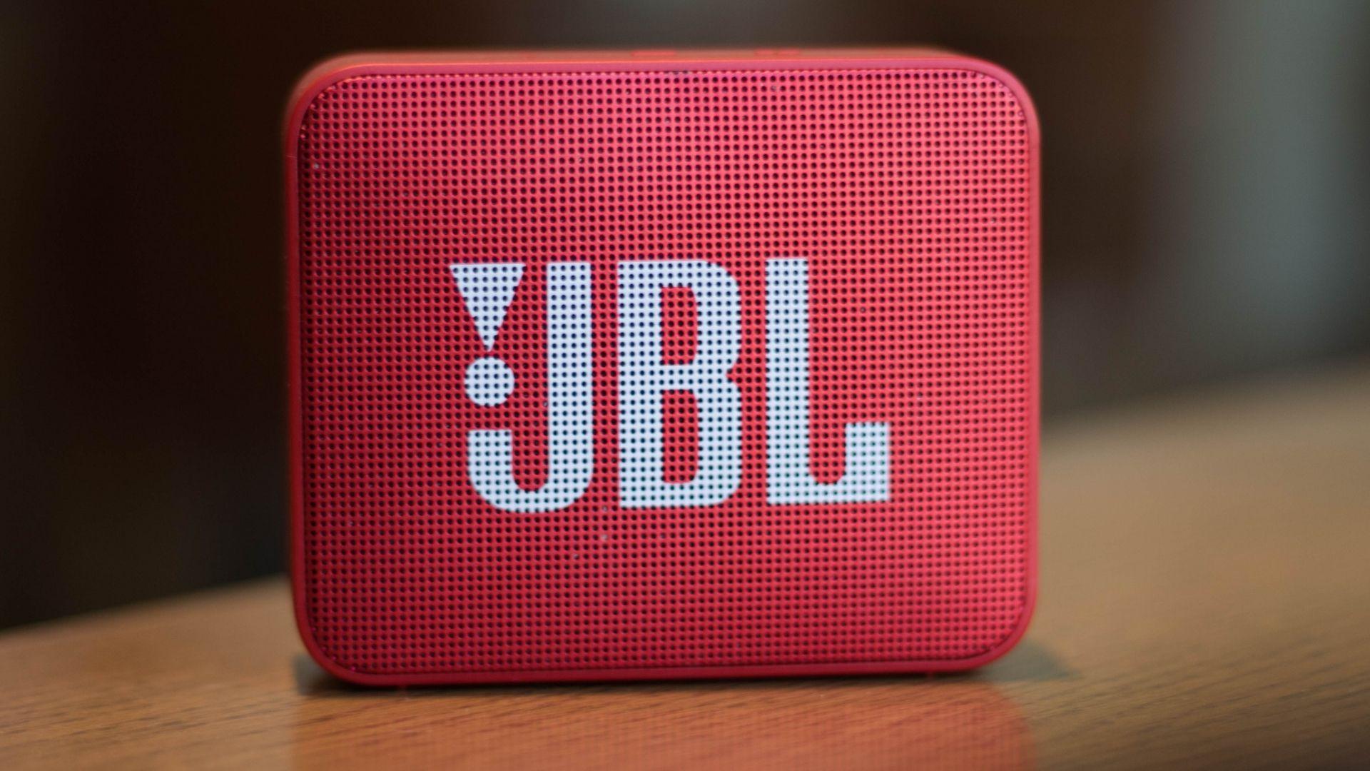 Caixa de som JBL é sinônimo de qualidade (Foto: Mert Gorkem Onses / Shutterstock.com)