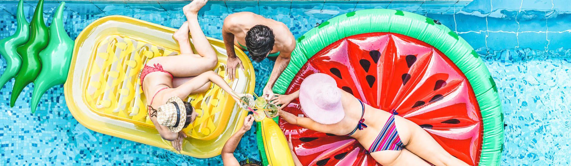 Carnaval na piscina: churrasqueira, soundbar, cooler... 6 itens para curtir o carnaval de 2021 em casa e na piscina