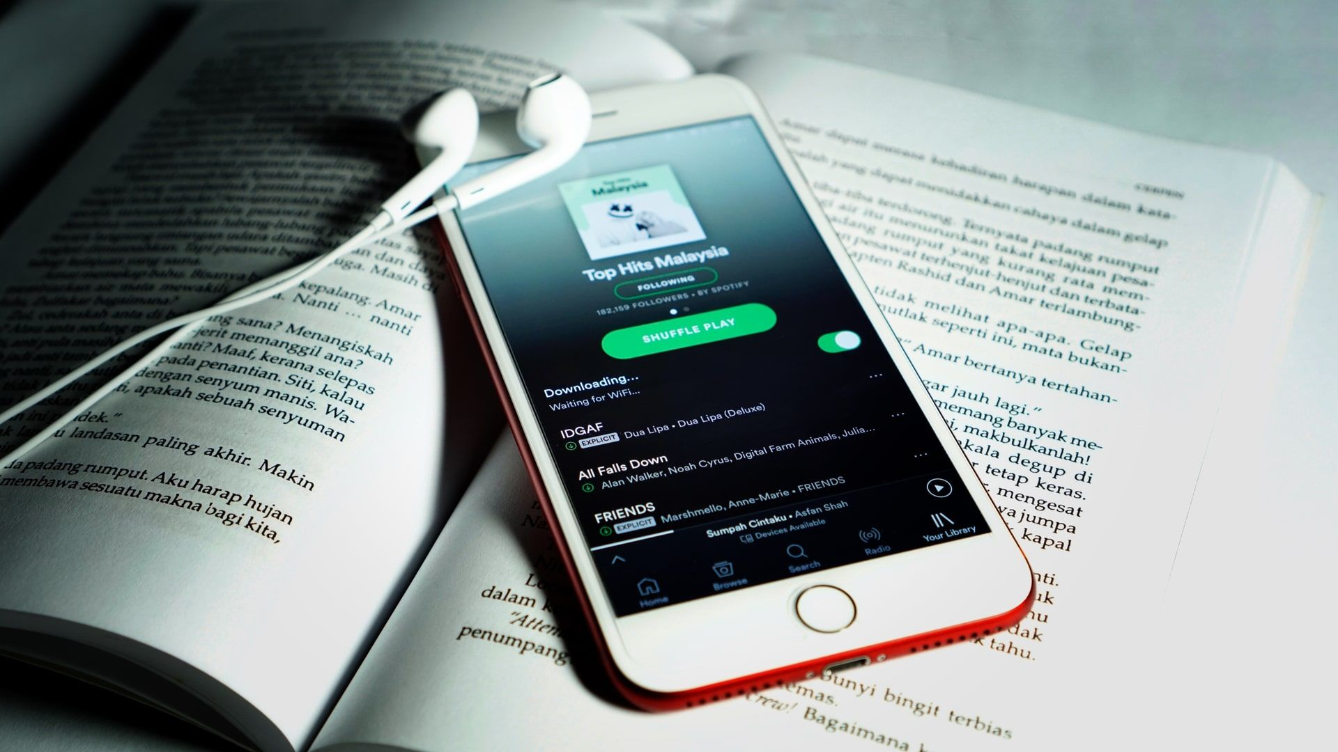 Recurso de baixar músicas do Spotify é exclusivo de planos Premium (Foto: Shutterstock)