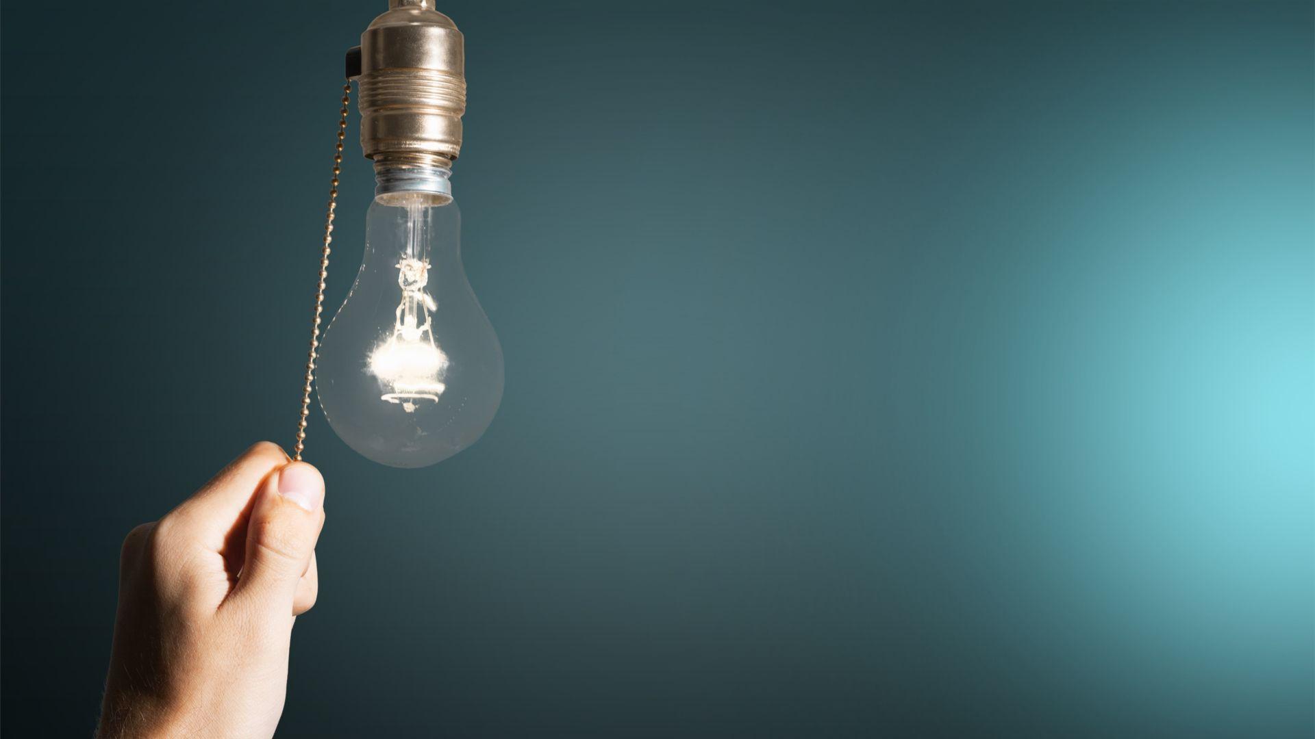 Confira a lista e saiba como economizar energia do verão! (Imagem: Reprodução/Shutterstock)