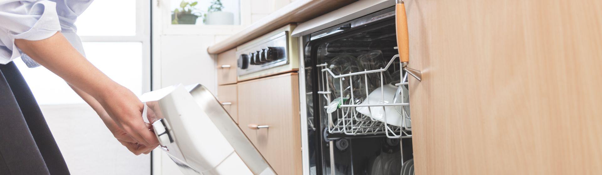 Como instalar lava-louças: passo a passo da instalação da máquina na cozinha