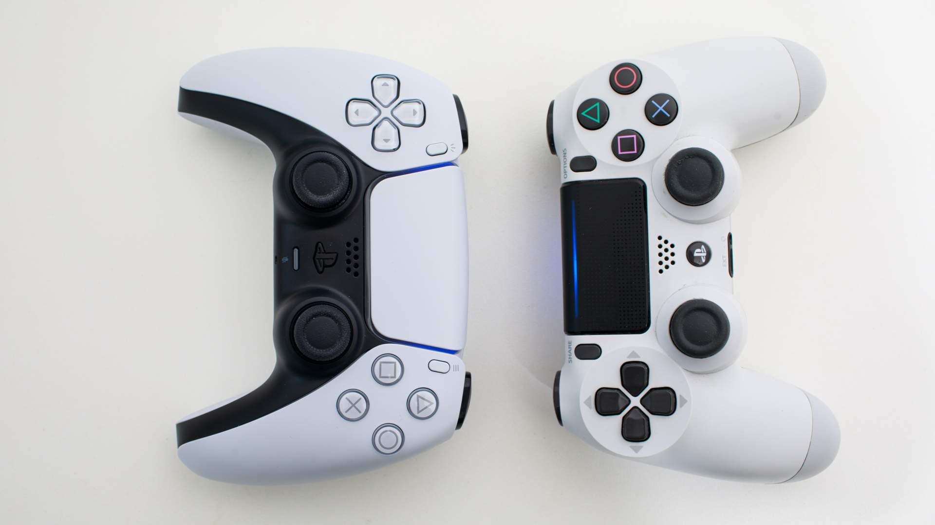 Dois controles DualSense de PS5 um ao lado do outro