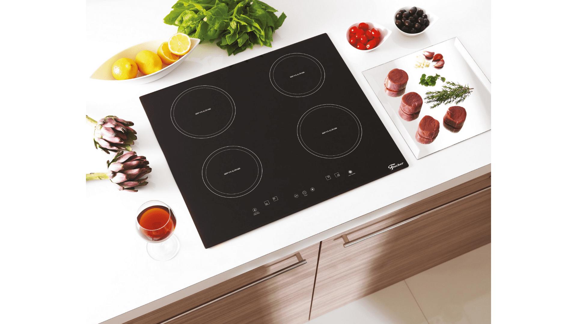 Os cooktops por indução demandam uma panela específica no uso. (Imagem: Divulgação/Fischer)