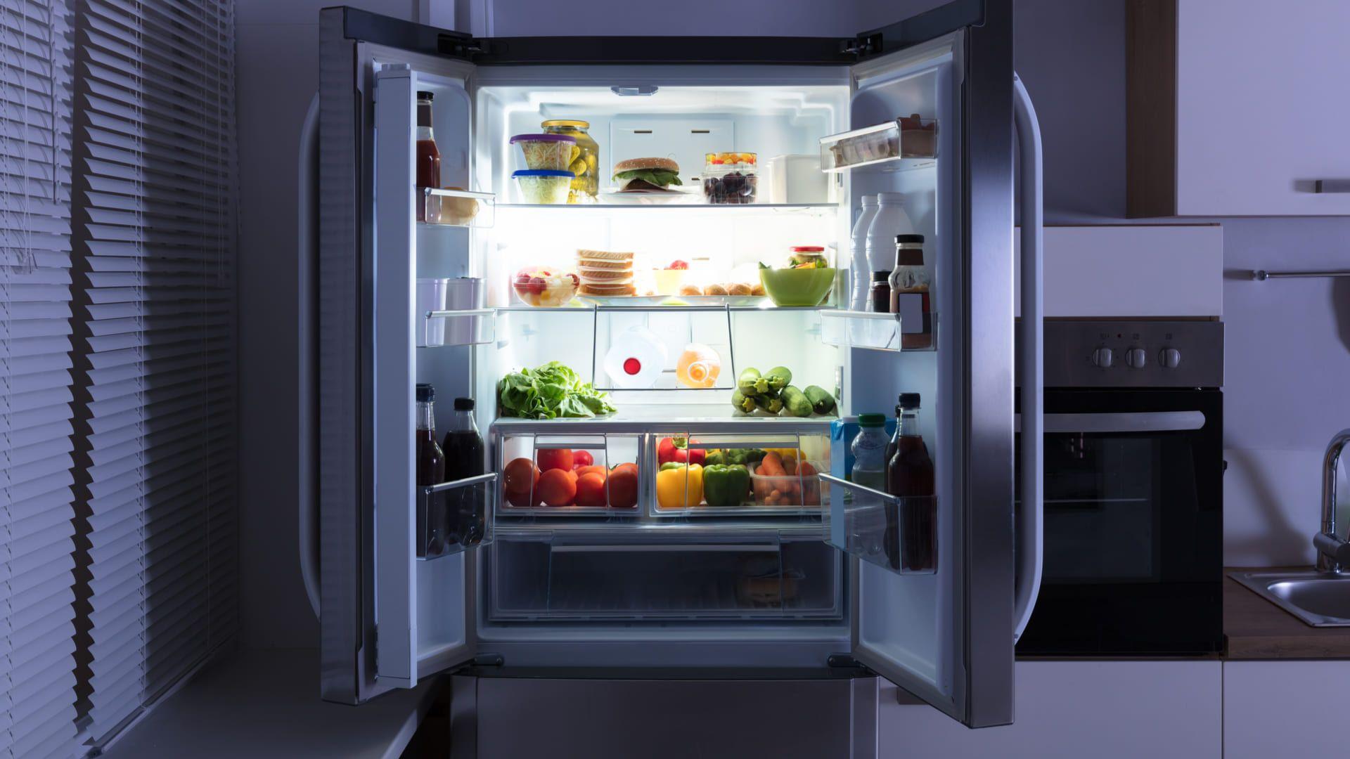 Geladeiras econômicas ajudam a economizar energia (Imagem: Reprodução/Shutterstock)