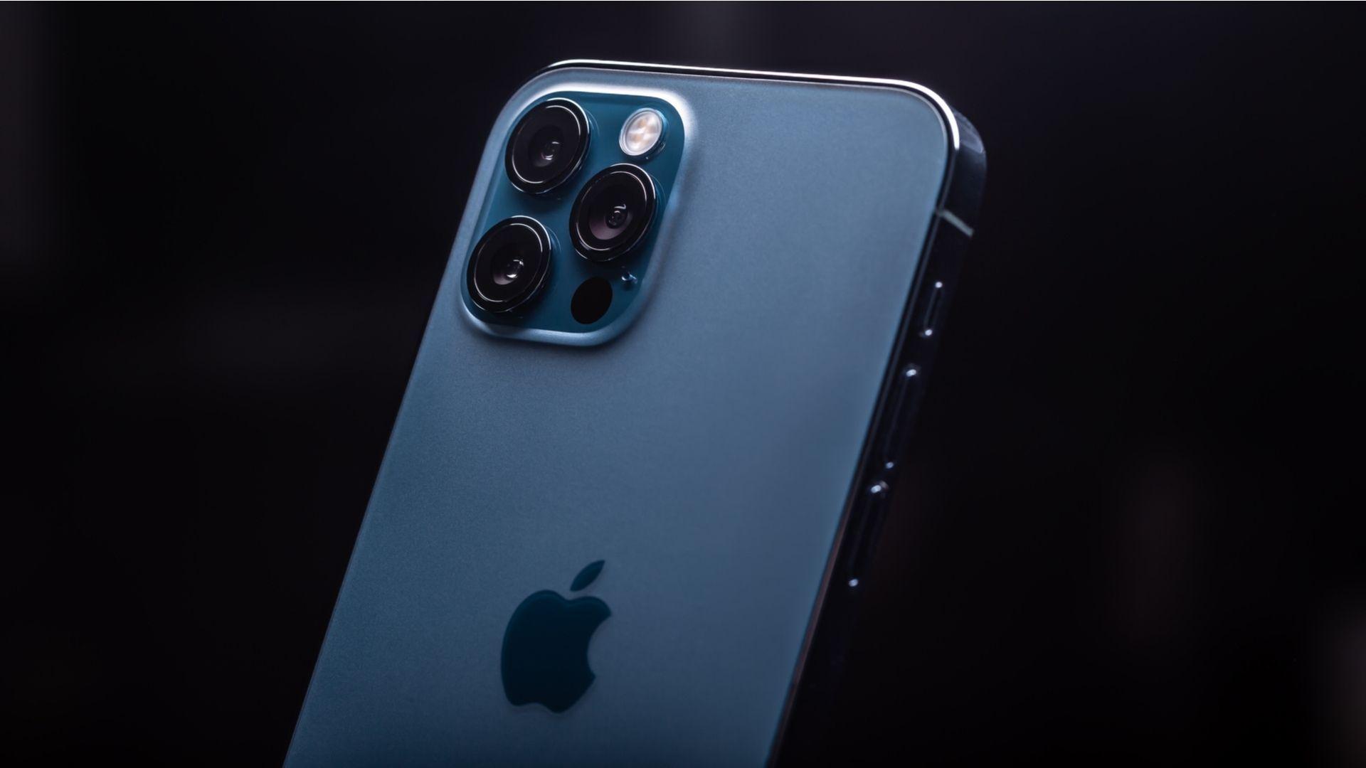 Câmera iPhone 12 Pro Max | Foto: Shutterstock