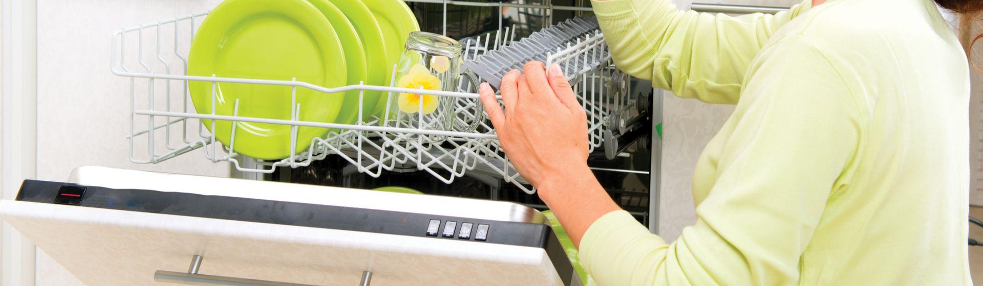 Lava-louças: como limpar? Como economizar? 4 dicas para usar o eletrodoméstico da melhor forma
