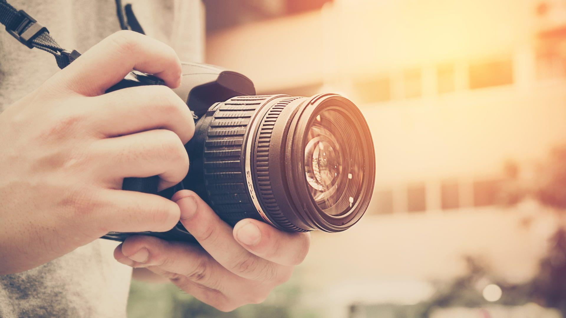 Câmera DSLR são usadas por profissionais e permitem trocar a lente (Foto: Shutterstock)