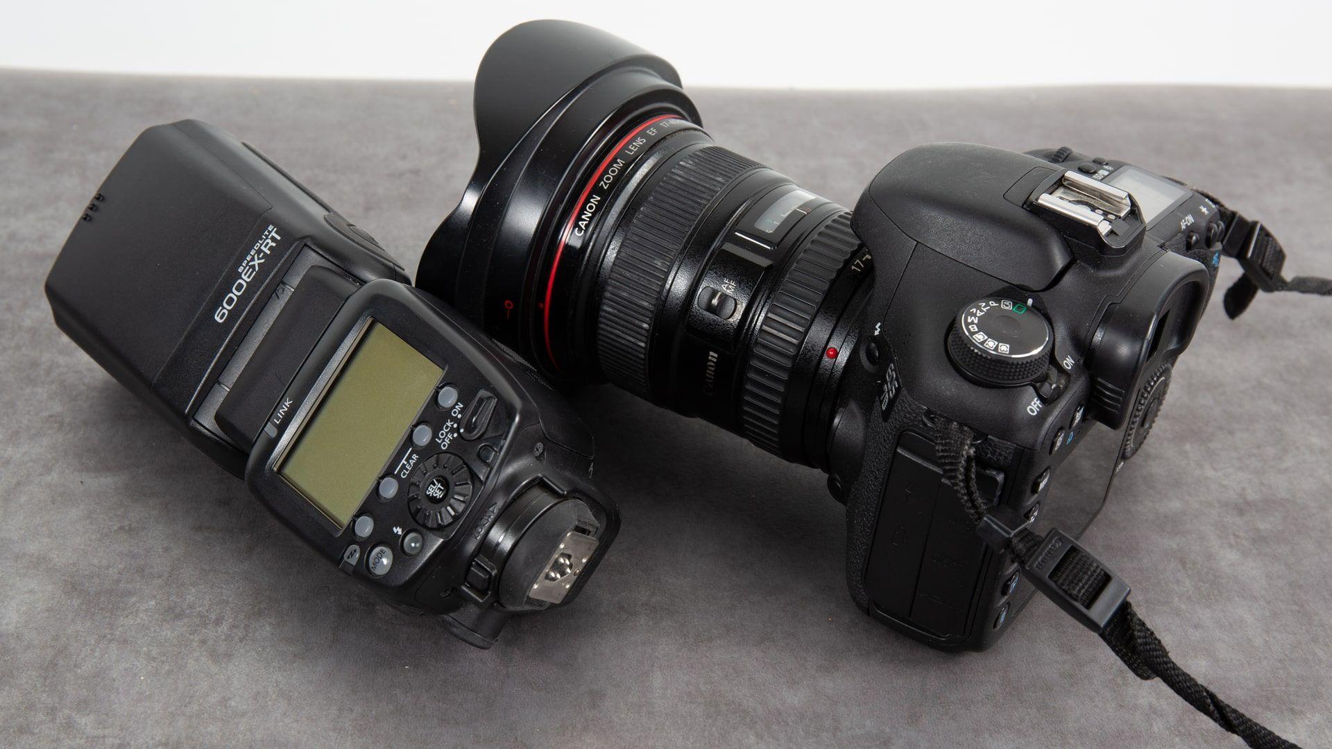 Câmera profissional: é possível encontrar modelos de marcas como Canon, Nikon e Sony no Brasil (Foto: Shutterstock)