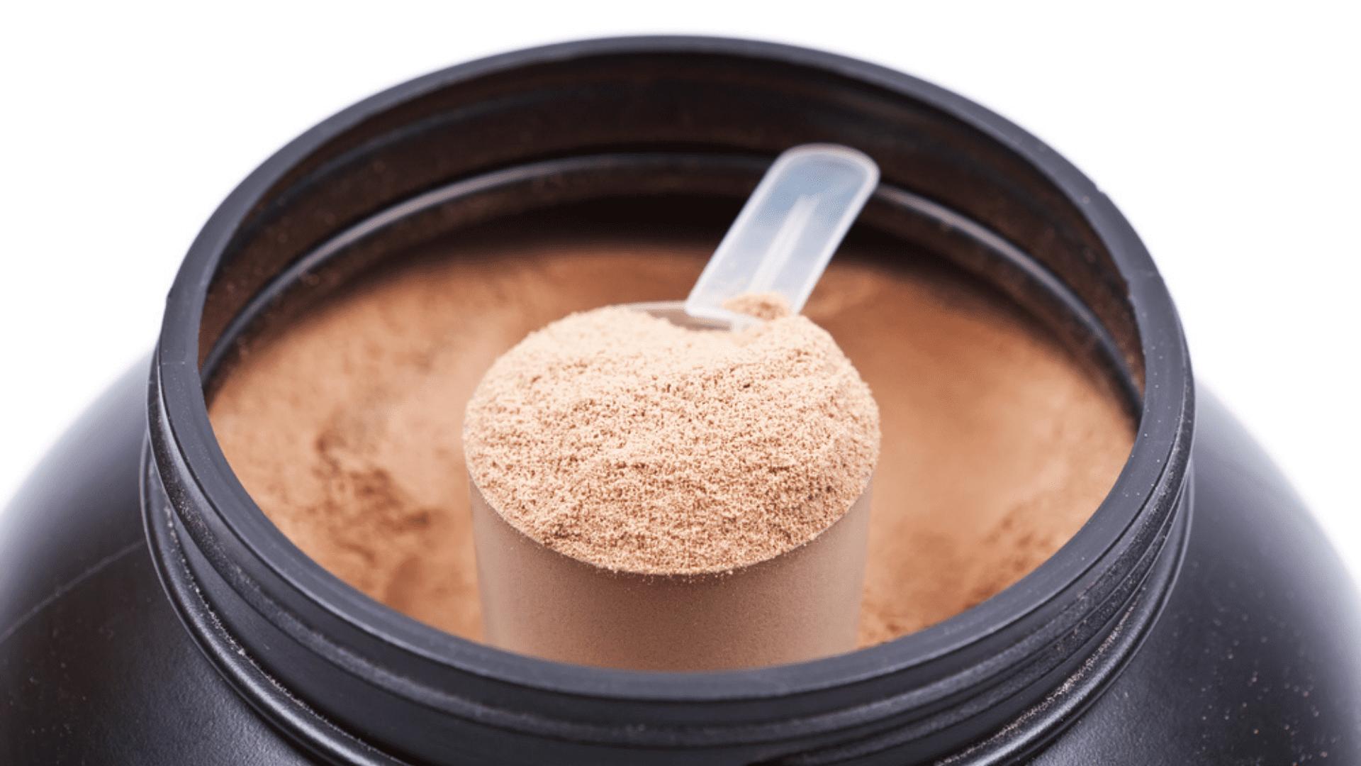 O Whey Protein é funcional e benéfico ao corpo, além de facilitar a rotina de exercícios (Imagem: Reprodução/Shutterstock)