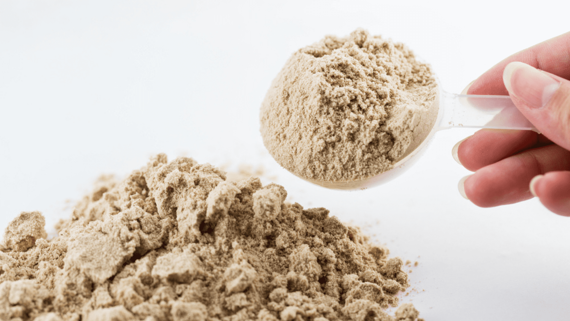 O Whey Protein isolado também ajuda a recuperar os tecidos lesionados e a melhorar o desempenho físico (Imagem: Reprodução/Shutterstock)