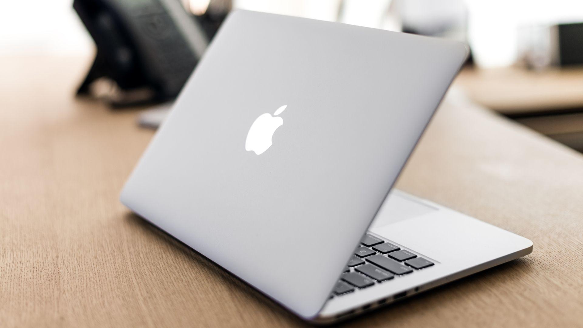 Qual a melhor marca de notebook? A Apple certamente é uma queridinha dos consumidores (Sklo Studio / Shutterstock.com)