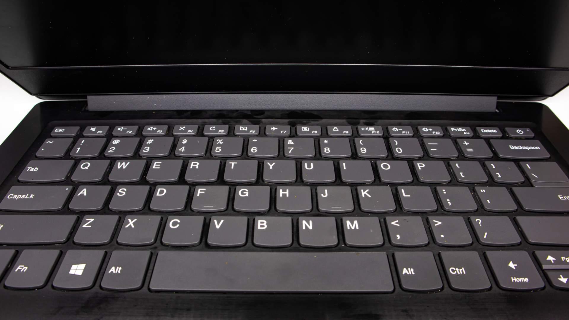 A linha Lenovo IdeaPad S145 é muito popular (NILSON.KW / Shutterstock.com)