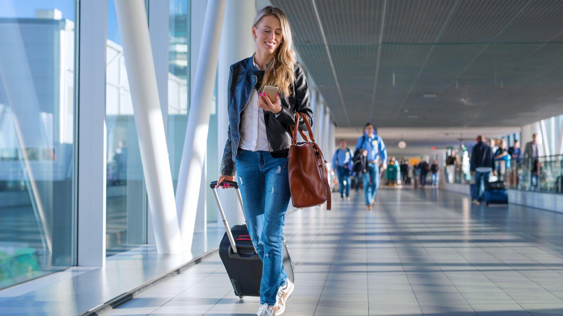 Serviço de roaming permite continuar usando chip nacional em outros países (Foto: Shutterstock)
