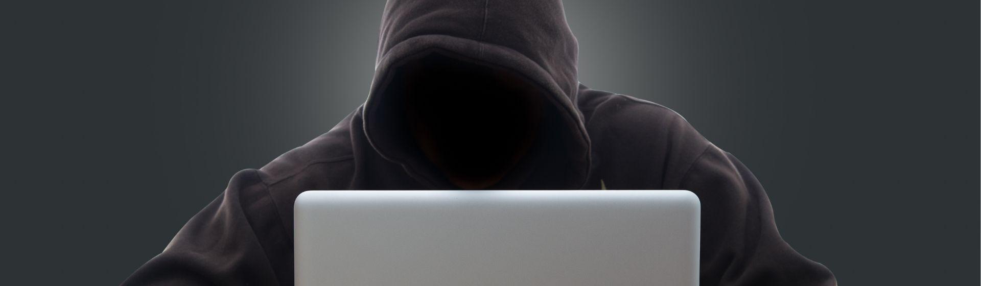 Programa espião para celular: o que é e como se proteger deles?