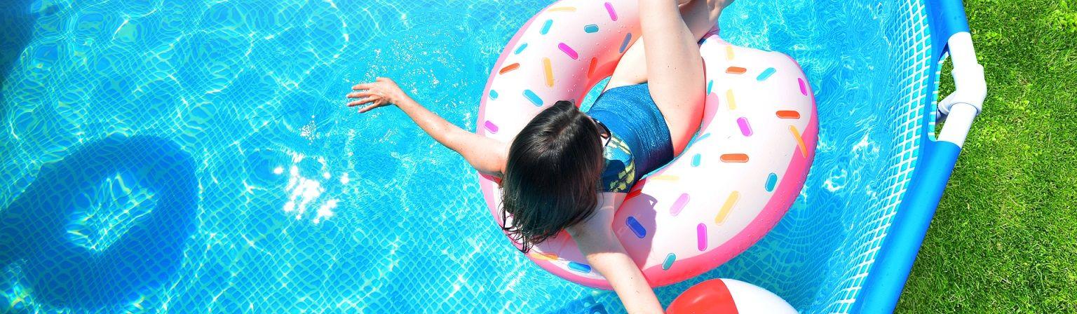 Carnaval na piscina: 5 piscinas de armação ideais para curtir a folia em casa