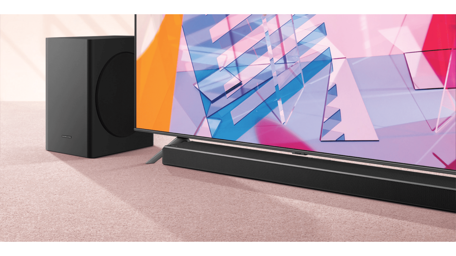 A soundbar potencializa o som da TV e garante a música alta do seu carnaval em casa. (Imagem: Divulgação/Samsung)