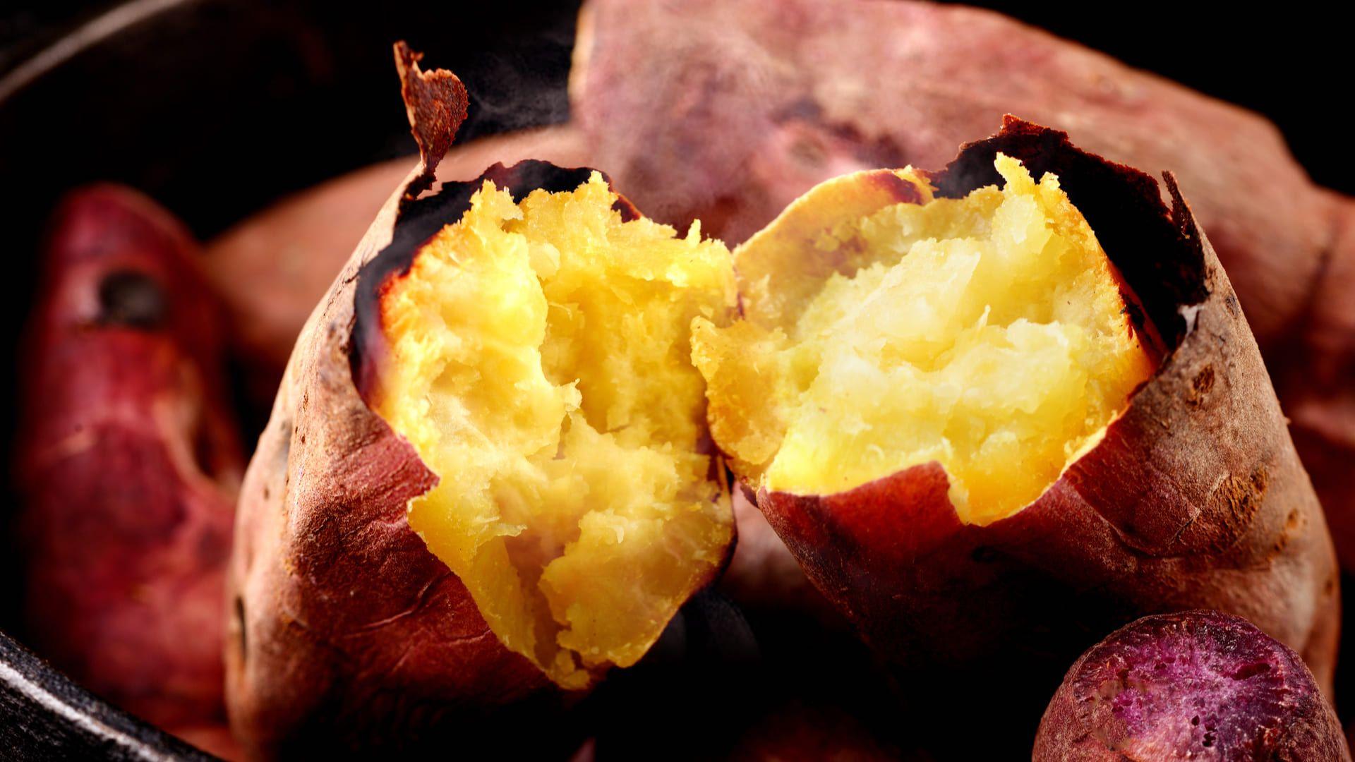 Confira nossa receita de como fazer batata doce no micro-ondas! (Imagem: Reprodução/Shutterstock)