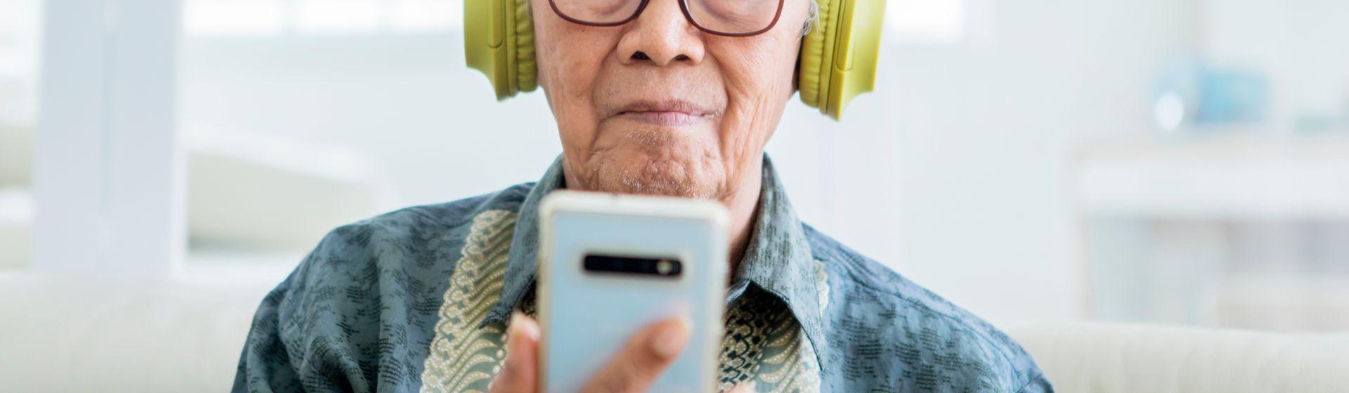 Celular para idoso: 5 modelos para comprar em 2021