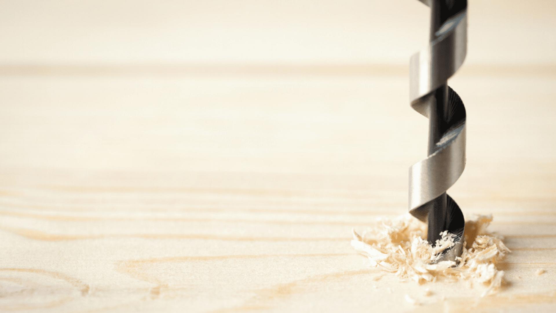 Preparamos um passo a passo para você saber como usar uma furadeira (Imagem: Reprodução/Shutterstock)