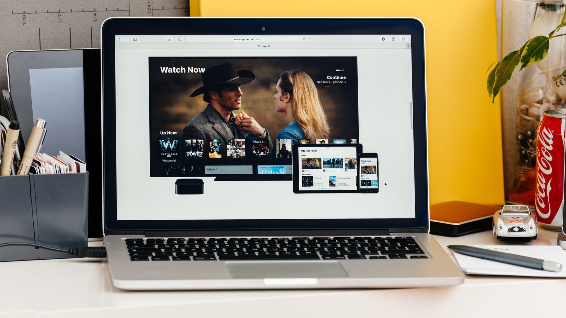 Ter uma tela de qualidade é ideal para quem gosta de assistir filmes e séries no notebook (Foto: Shutterstock)