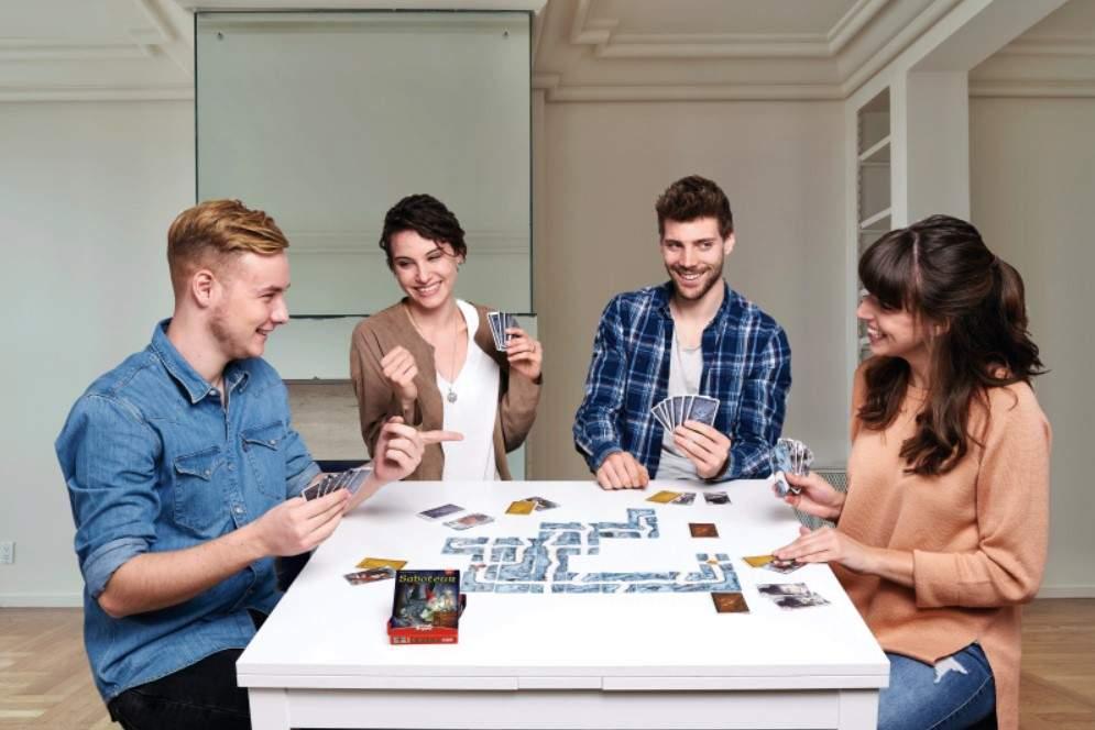 Saboteur é um dos jogos de tabuleiro que parecem cooperativos, mas na verdade há muita competição envolvida (Fonte: Amigo Games/Divulgação)