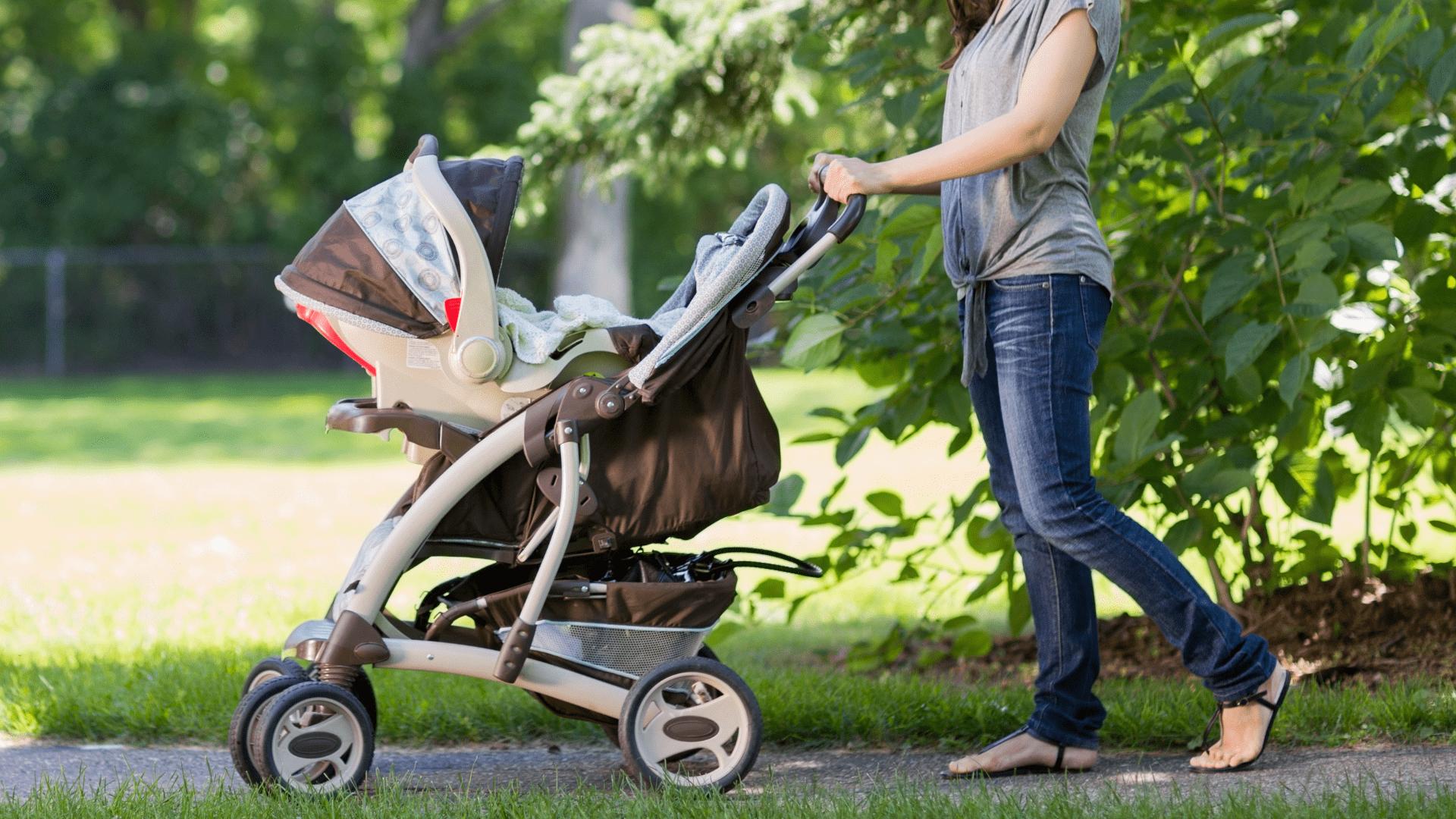 Veja a nossa seleção dos melhores carrinhos de bebê Chicco de 2021! (Imagem: Reprodução/Shutterstock)