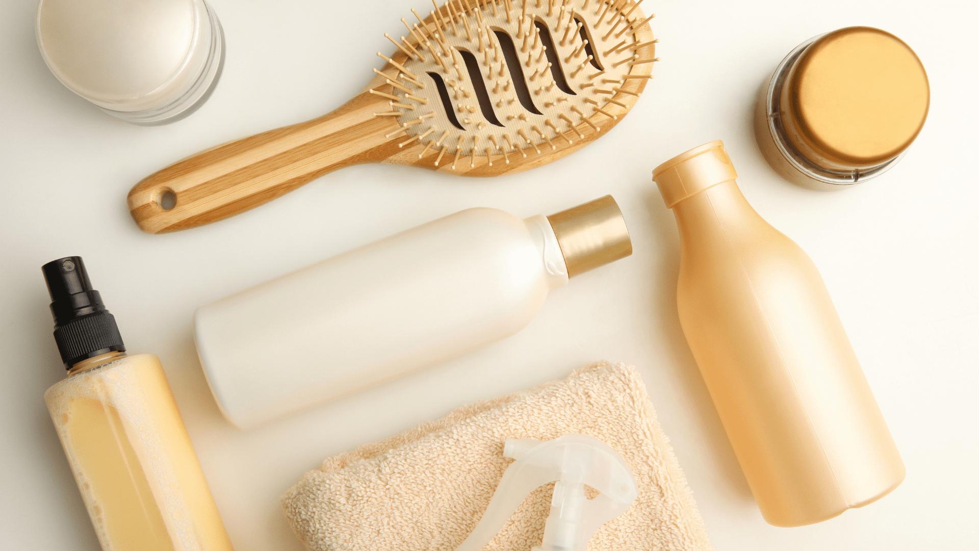 Veja os melhores cremes de pentear para cabelos cacheados de 2021! (Imagem: Reprodução/Shutterstock)