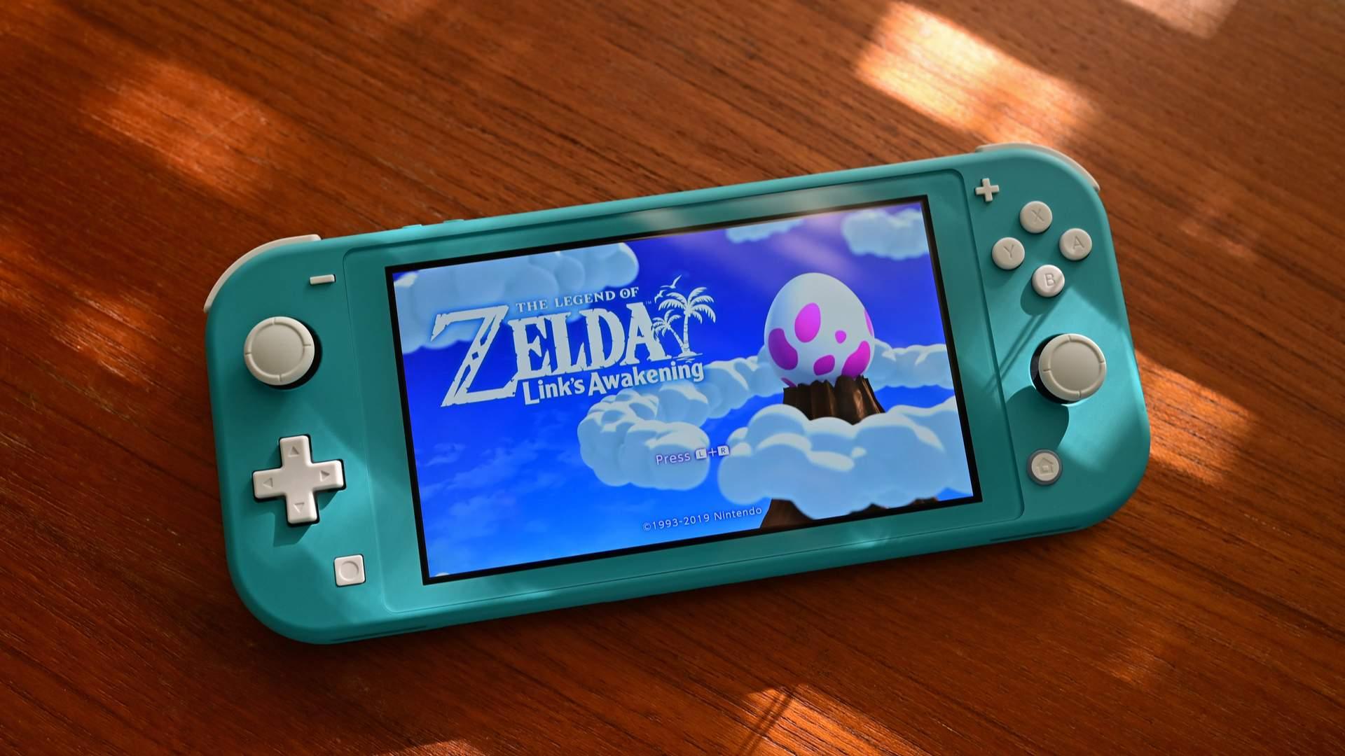 O Nintendo Switch Lite é o mais indicado entre os melhores videogames portáteis da atualidade (Fonte: Shutterstock/George W. Bailey)