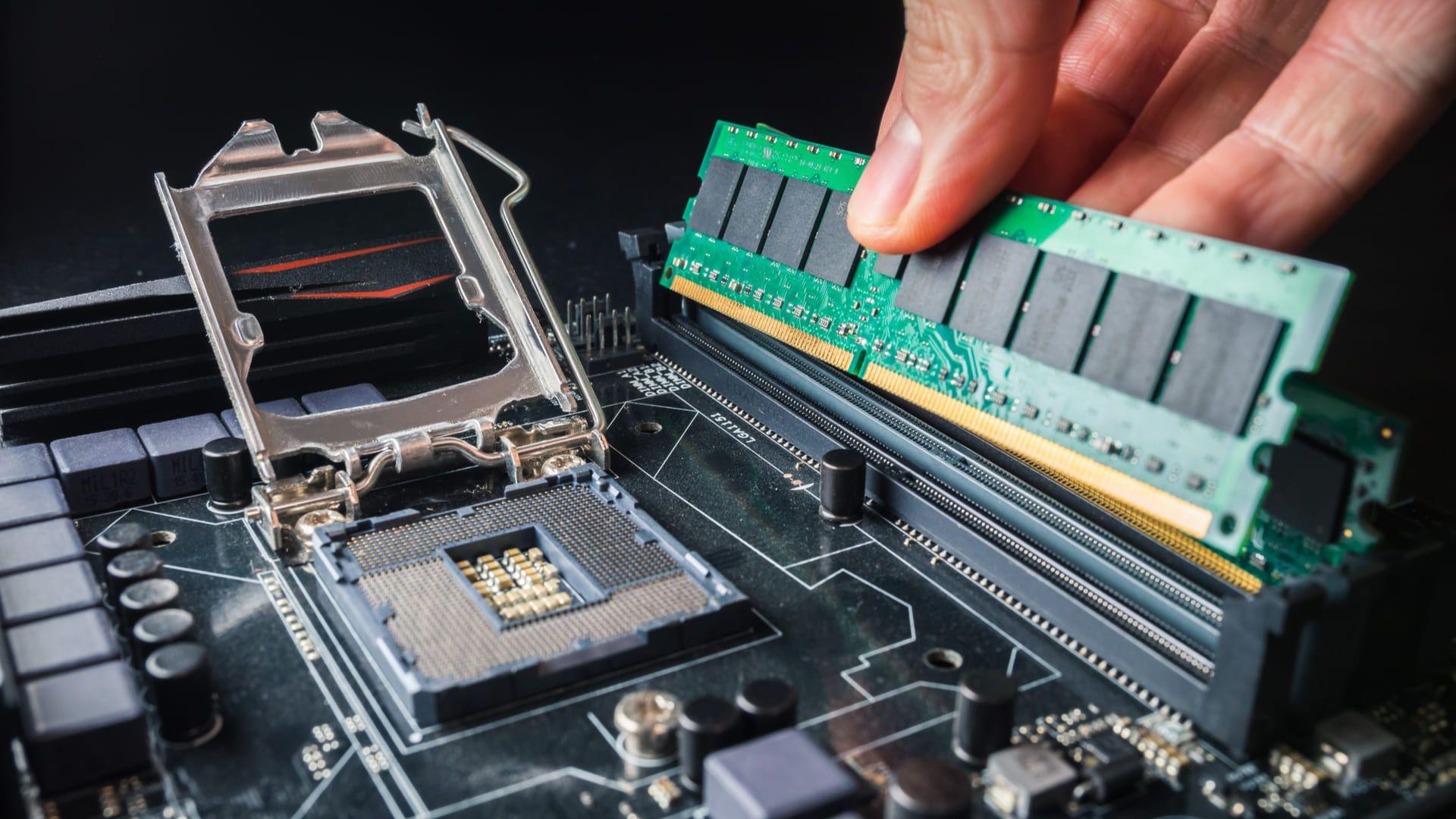 Mais memória RAM ajuda no uso sem travamentos no dia a dia (Foto: Shutterstock)