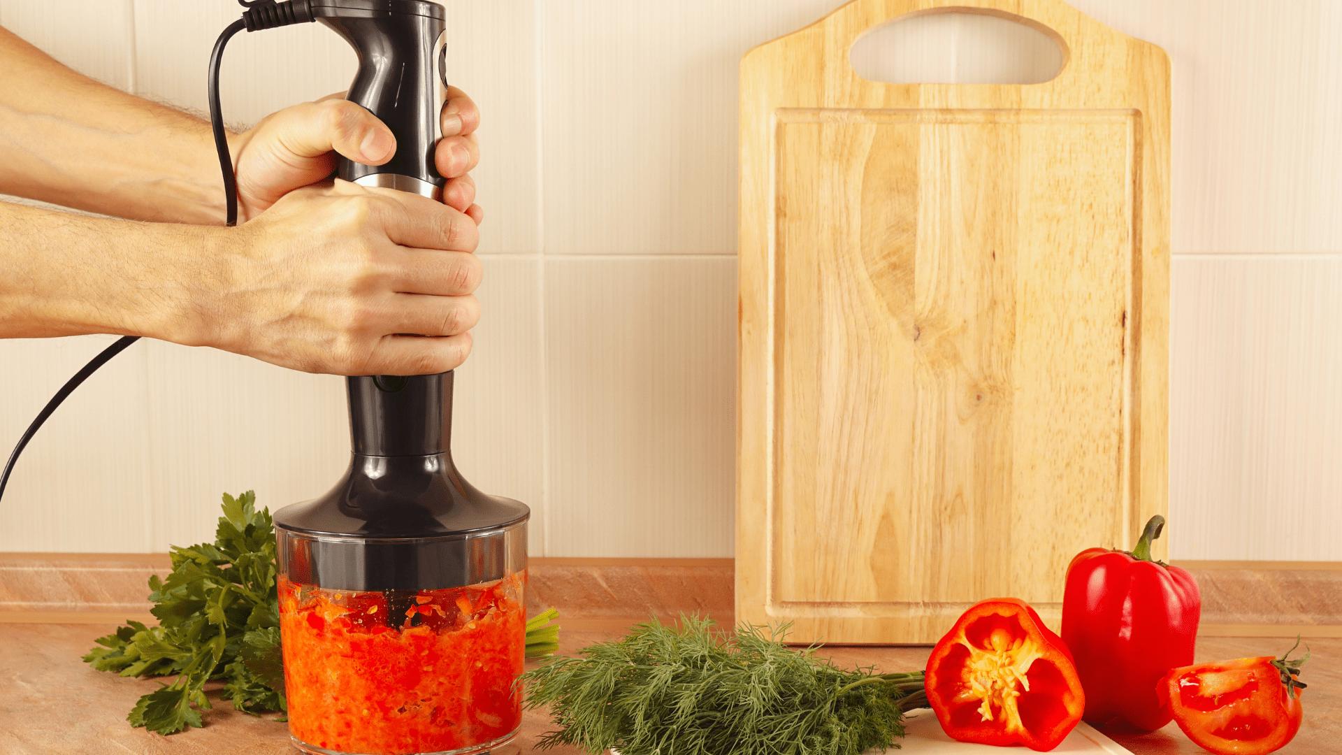 O mixer de mão pode ser usado para preparar diferentes tipos de alimentos (Foto: Shutterstock)