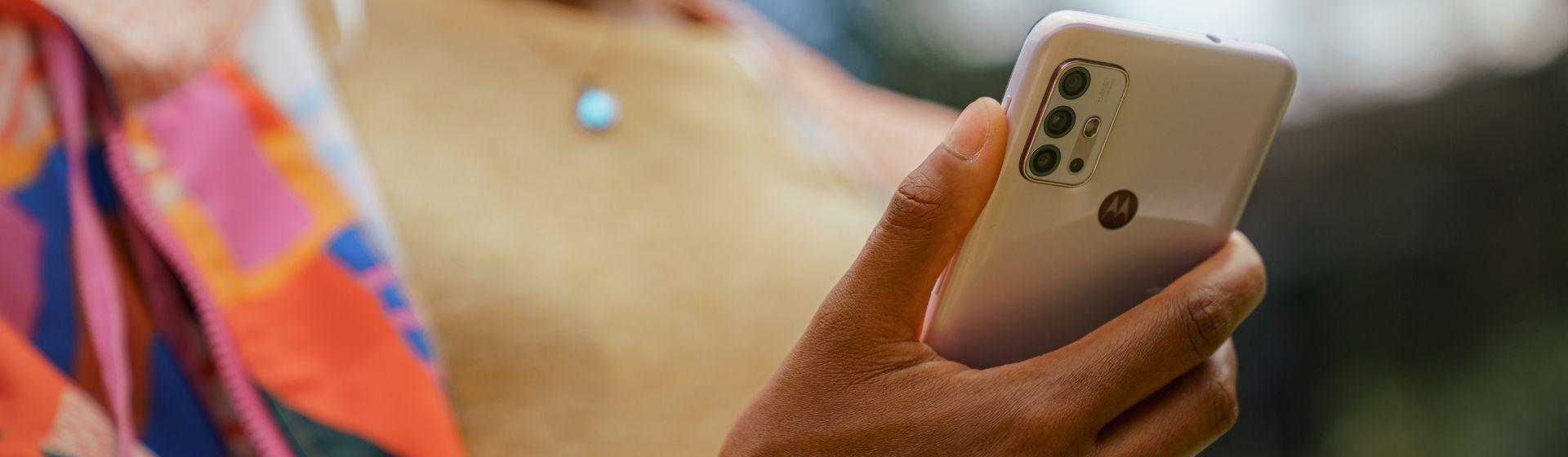 Moto G10 e Moto G30: Motorola lança novos celulares intermediários