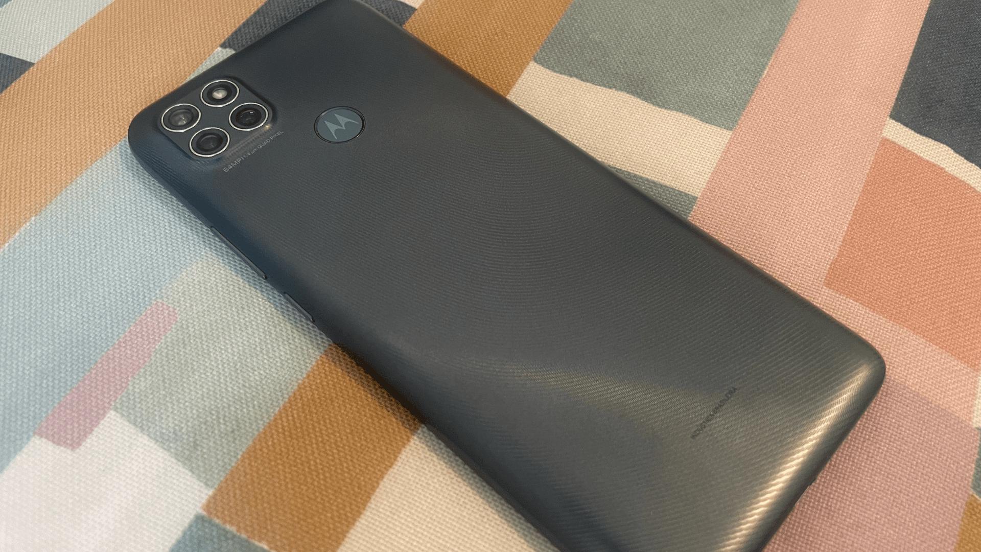 Moto G9 Power: design e acabamento do Motorola são bons (Foto: Gabriel Fricke / Zoom)
