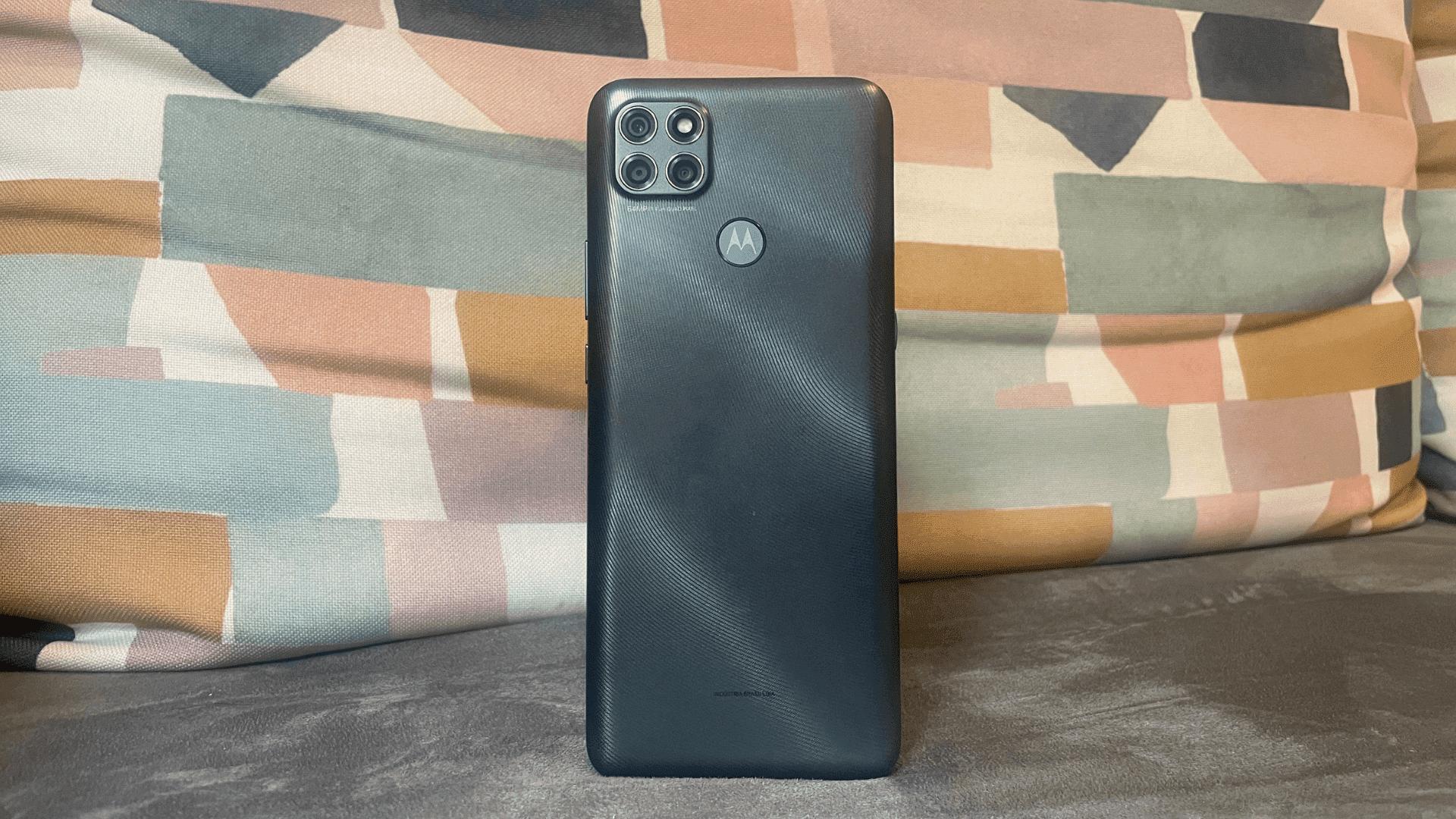 Moto G9 Power: celular da Motorola tem tela grande, mas resolução poderia ser melhor (Foto: Gabriel Fricke / Zoom)
