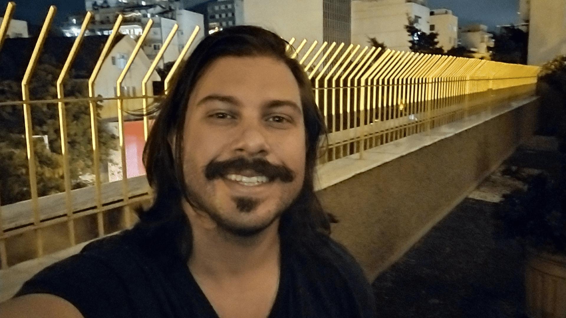Moto G9 Power: Modo Noturno clareia selfies à noite amenizando os ruídos (Foto: Gabriel Fricke / Zoom)