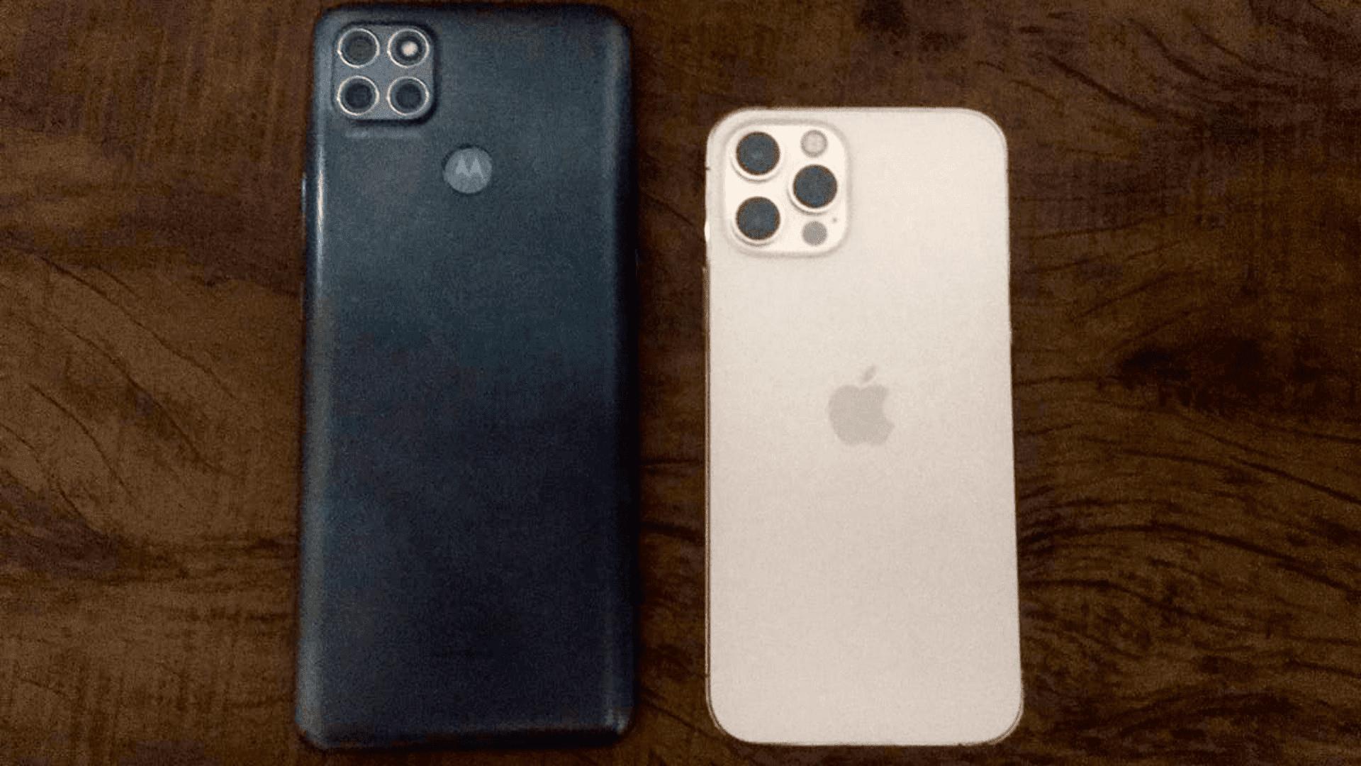 De um lado, o Motorola Moto G9 Power. Do outro, o iPhone 12 Pro (Foto: Gabriel Fricke / Zoom)