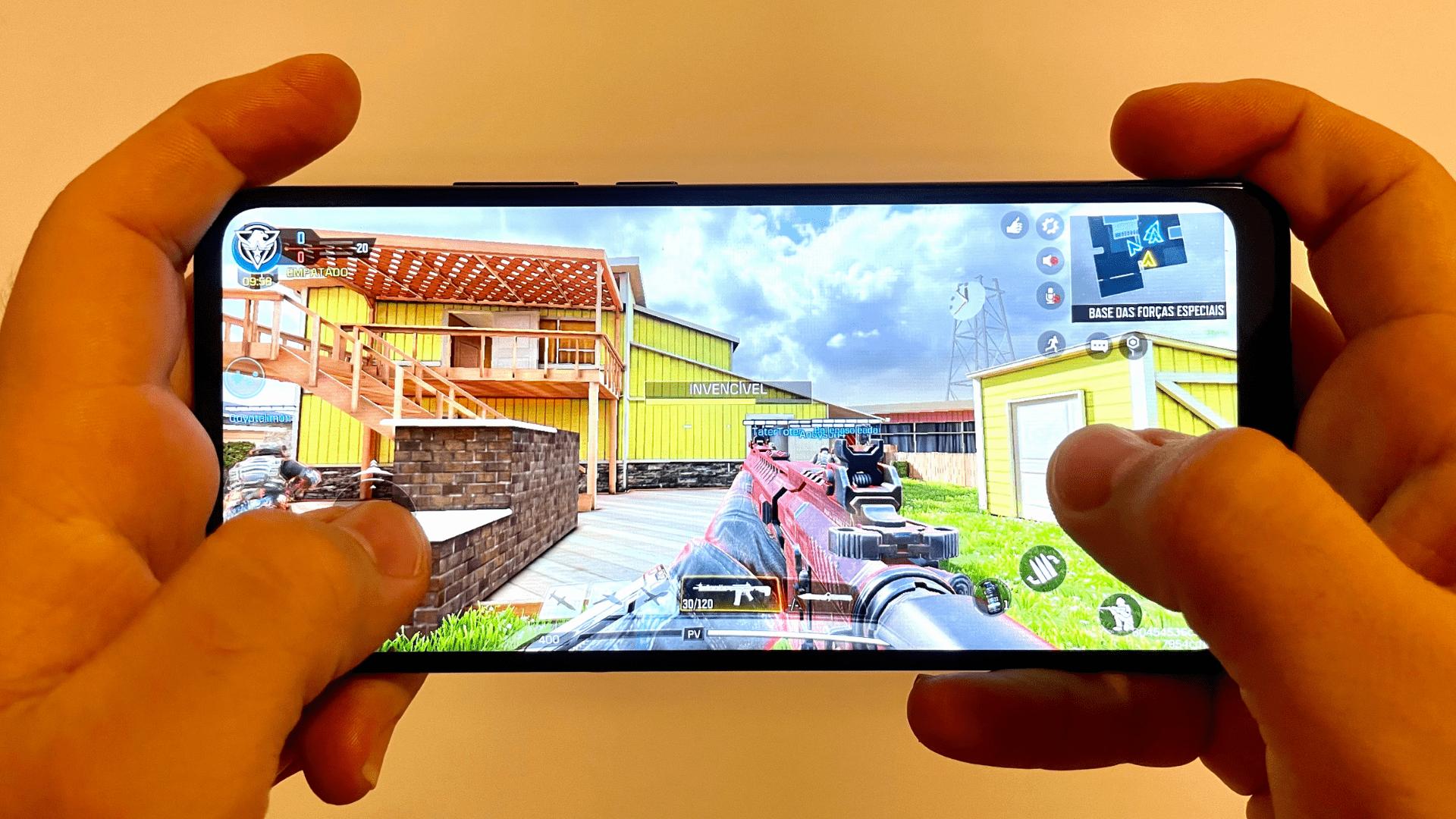 Moto G9 Power não foi mal com jogos (Foto: Gabriel Fricke / Zoom)