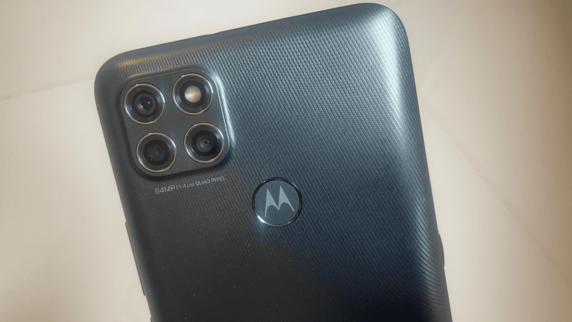 Moto G9 Power: celular Motorola tem conjunto triplo de câmeras (Foto: Gabriel Fricke / Zoom)