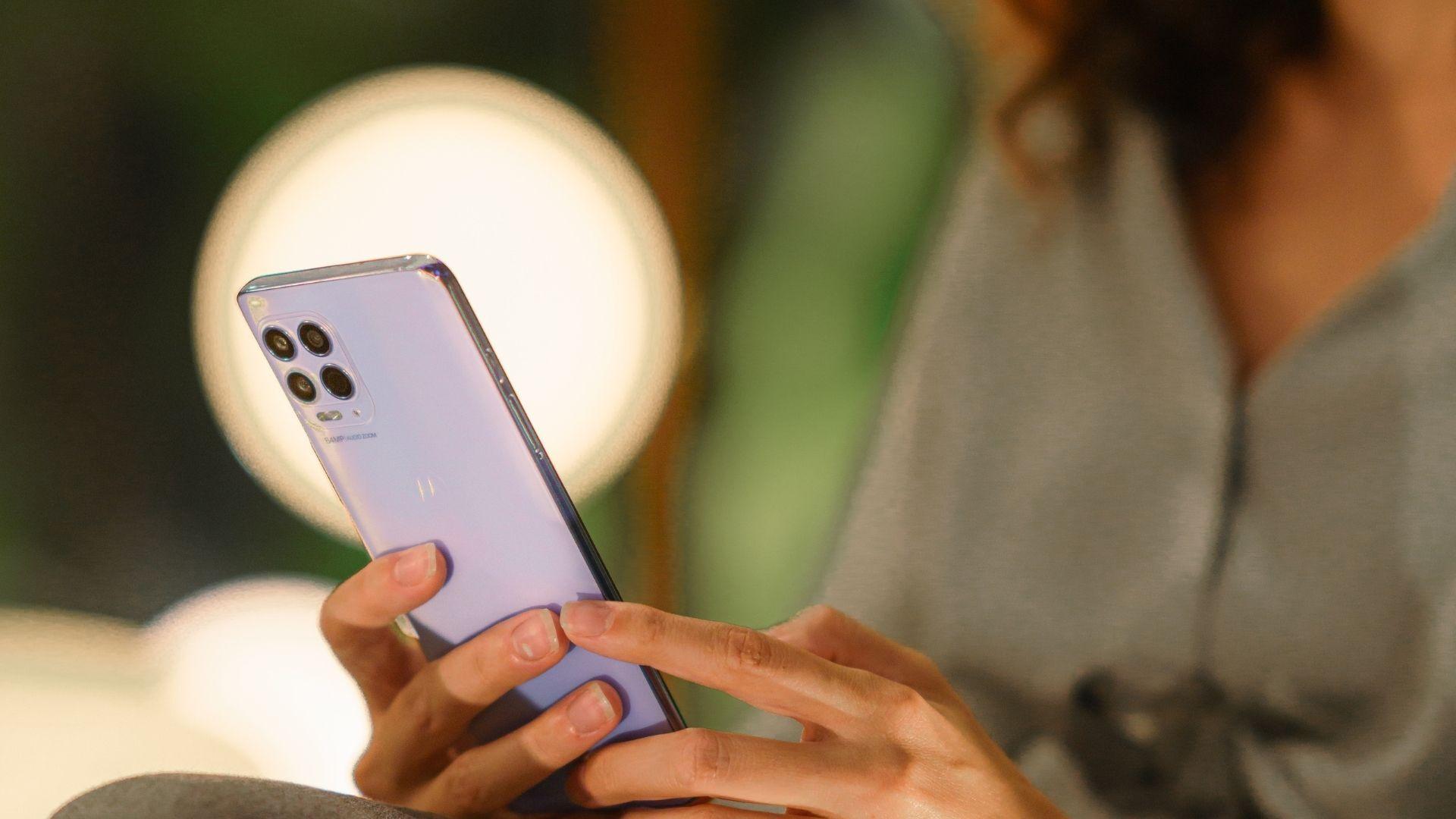 Detalhe do conjunto de câmeras do Moto G100 (Foto: Divulgação/Motorola)