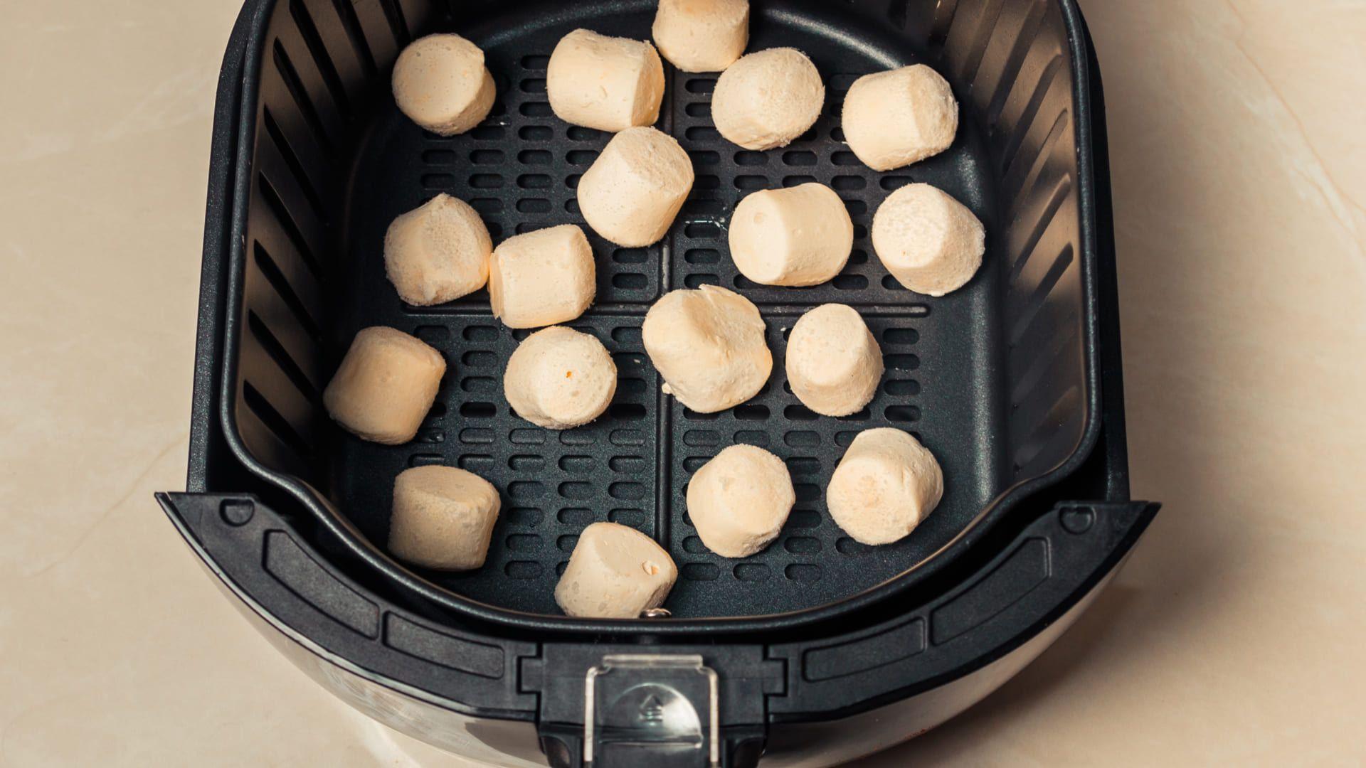 Saiba como fazer pão de queijo na airfryer e garanta o lanche da tarde. (Imagem: Reprodução/Shutterstock)