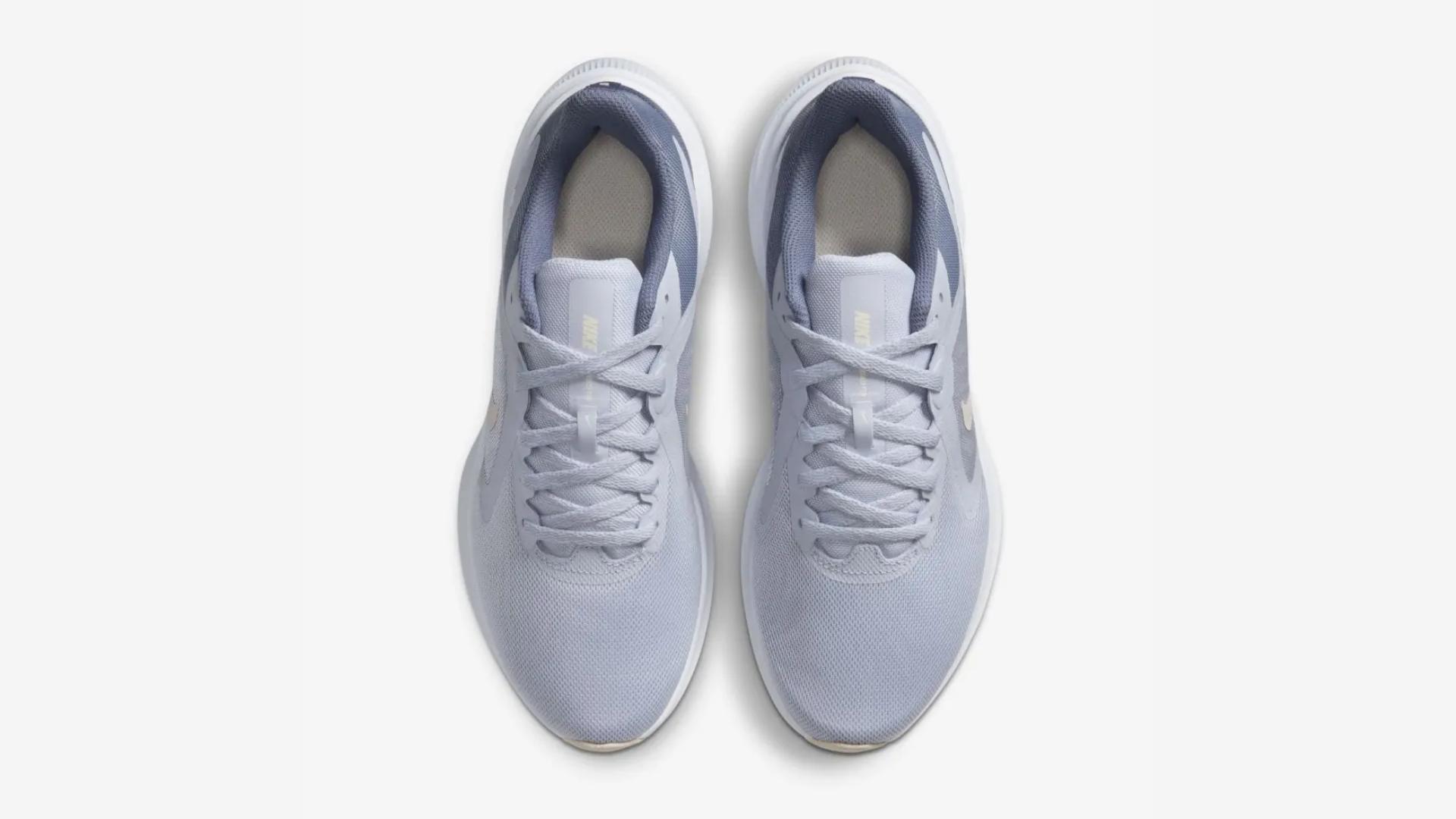 O Nike Downsfhiter 10 conta com um design moderno e minimalista (Imagem: Divulgação/Nike)