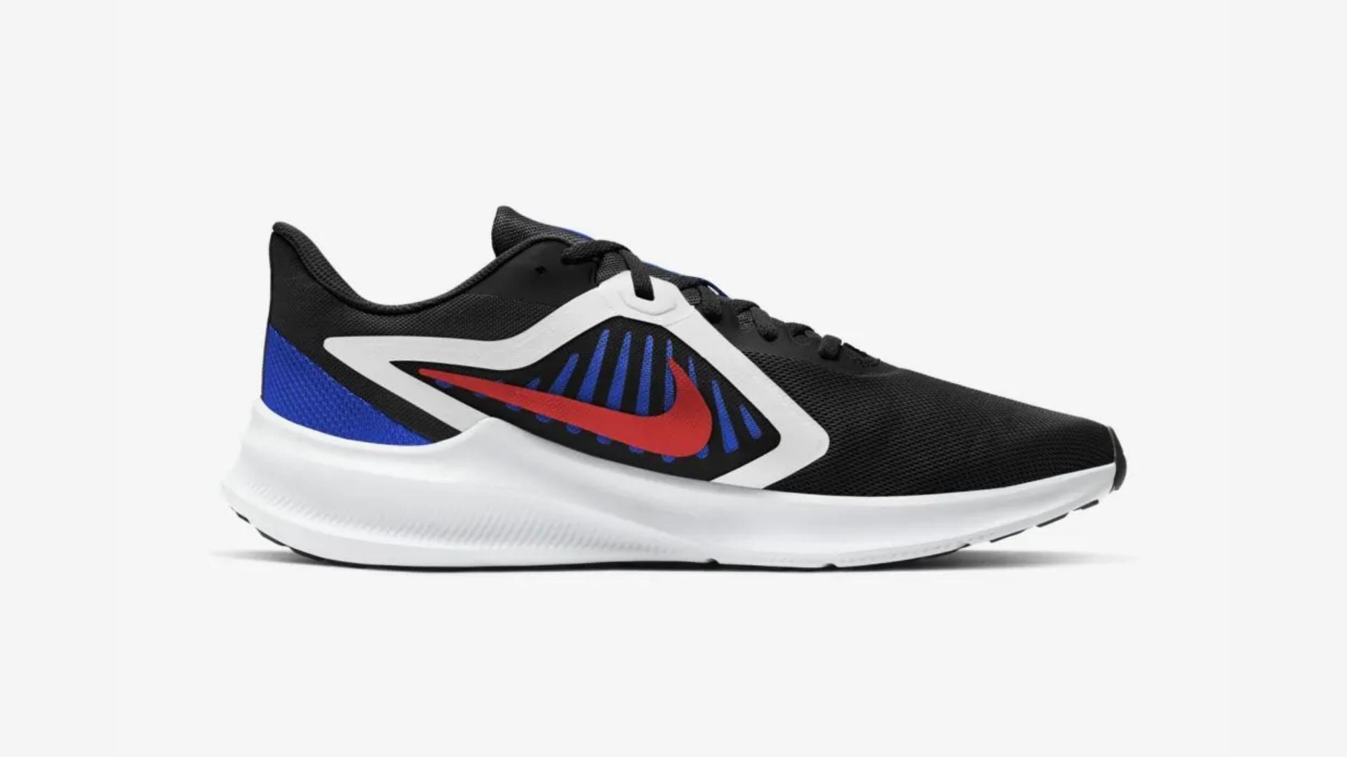 O Nike Downsfhiter 10 é um tênis com drop alto (Imagem: Divulgação/Nike)