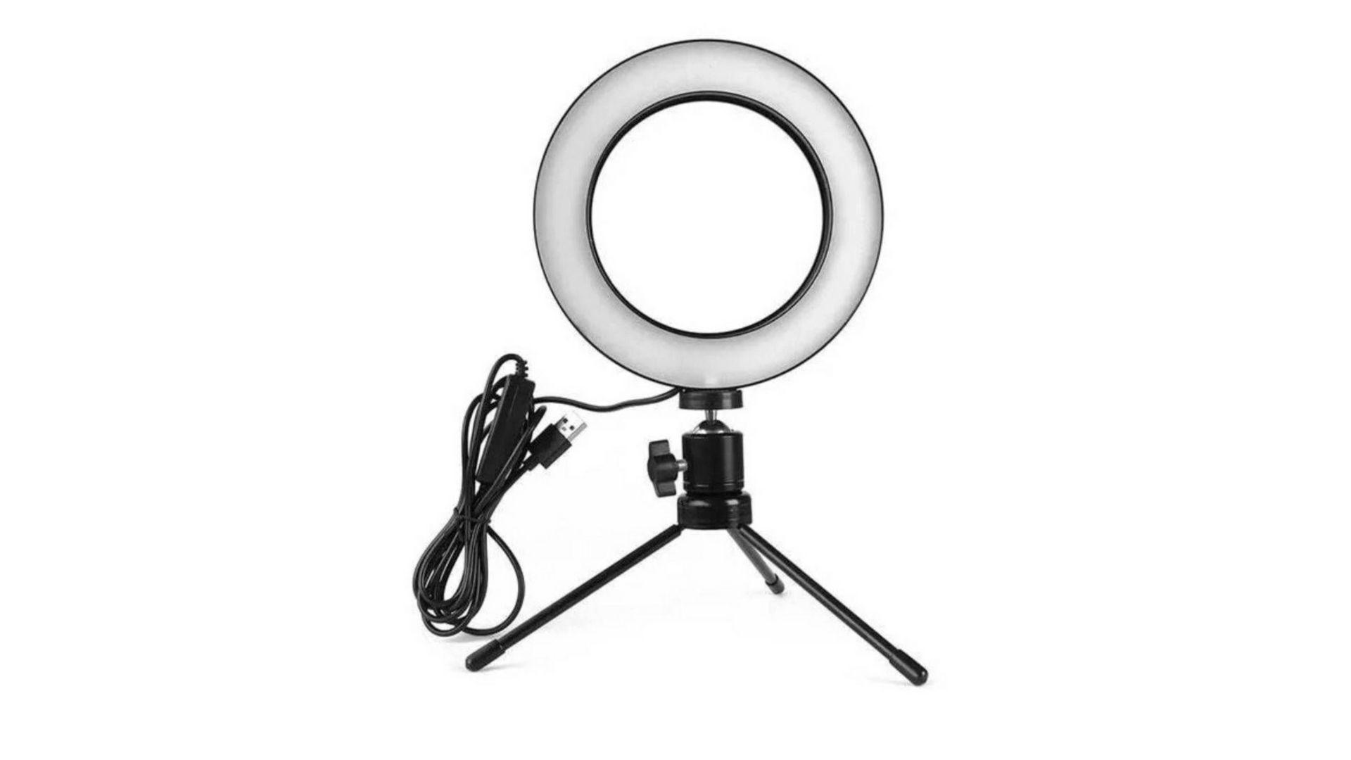 Tripé de mesa com ring light permite ajustar intensidade da luz (Foto: Divulgação/Estary Shop)