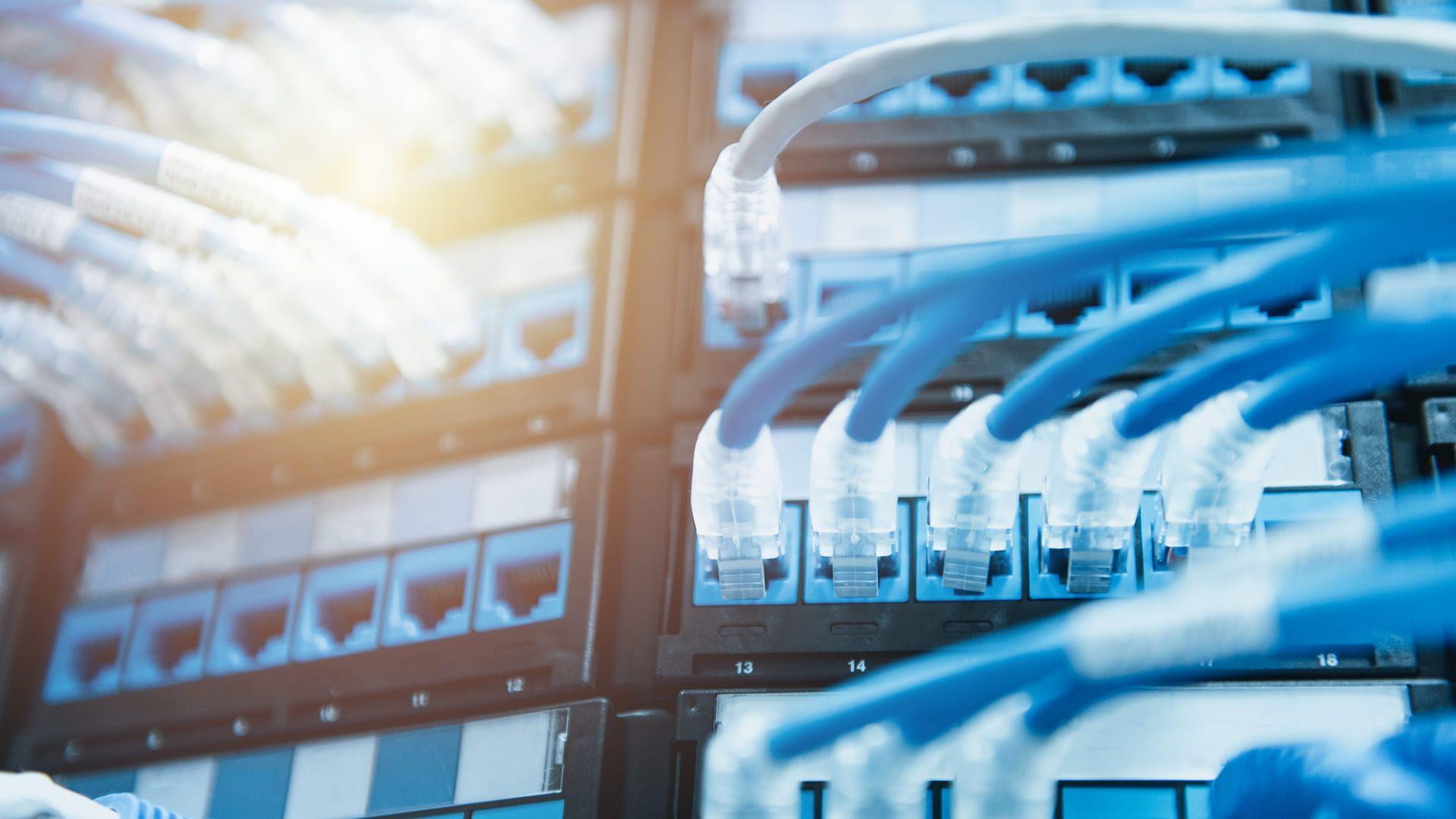 A conexão com cabos tem algumas vantagens sobre as conexões sem fio (Foto: Reprodução/Shutterstock)