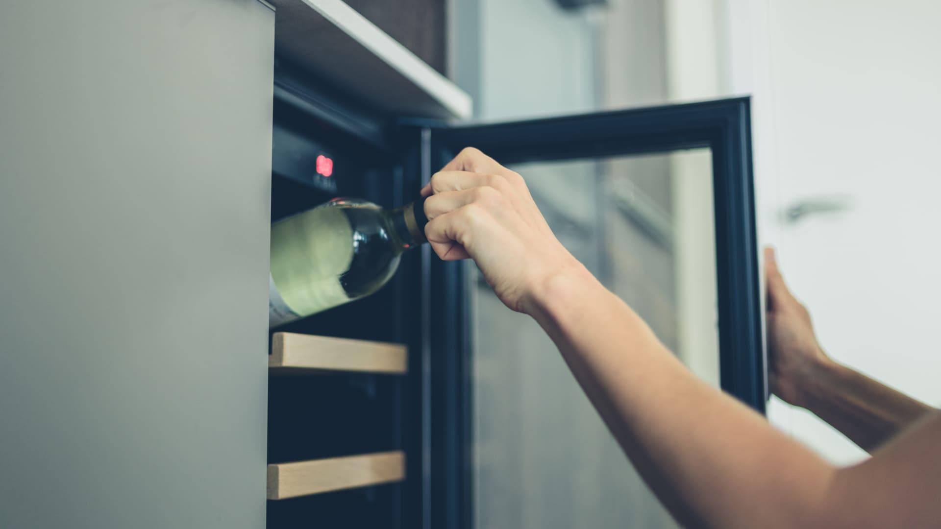 A adega climatizada pequena é ideal para apartamentos (Foto:Shutterstock)