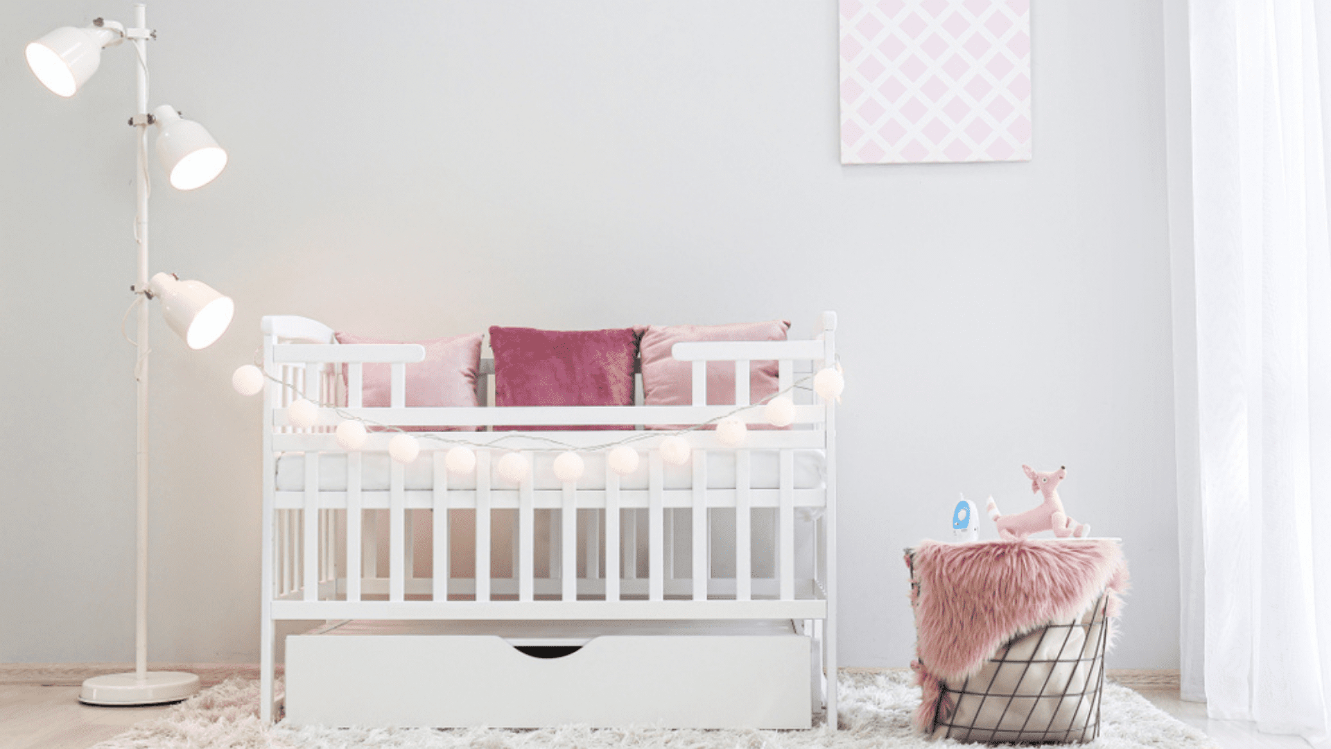 O berço 3 em 1 acompanha o crescimento da criança e pode ser usado como sofá ou caminha (Imagem: Reprodução/Shutterstock)