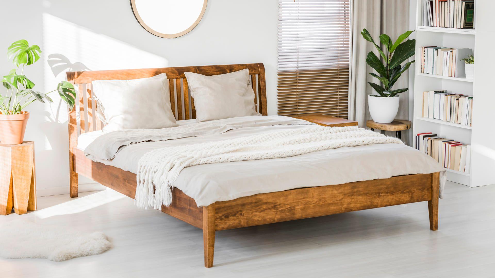 A cama com estrado de madeira é a mais tradicional. (Imagem: Reprodução/Shutterstock)