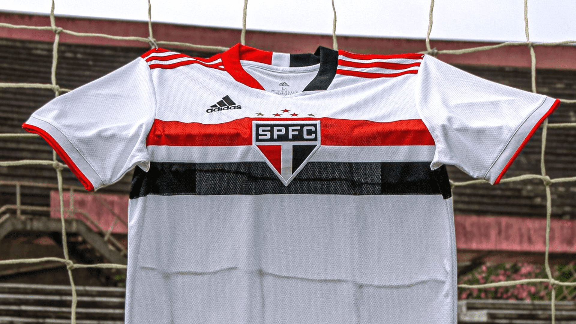 Conheça os modelos de camisa do São Paulo para comprar em 2021! (Imagem: Divulgação/Adidas)